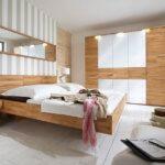 Schlafzimmer-Kombination in Massivholz